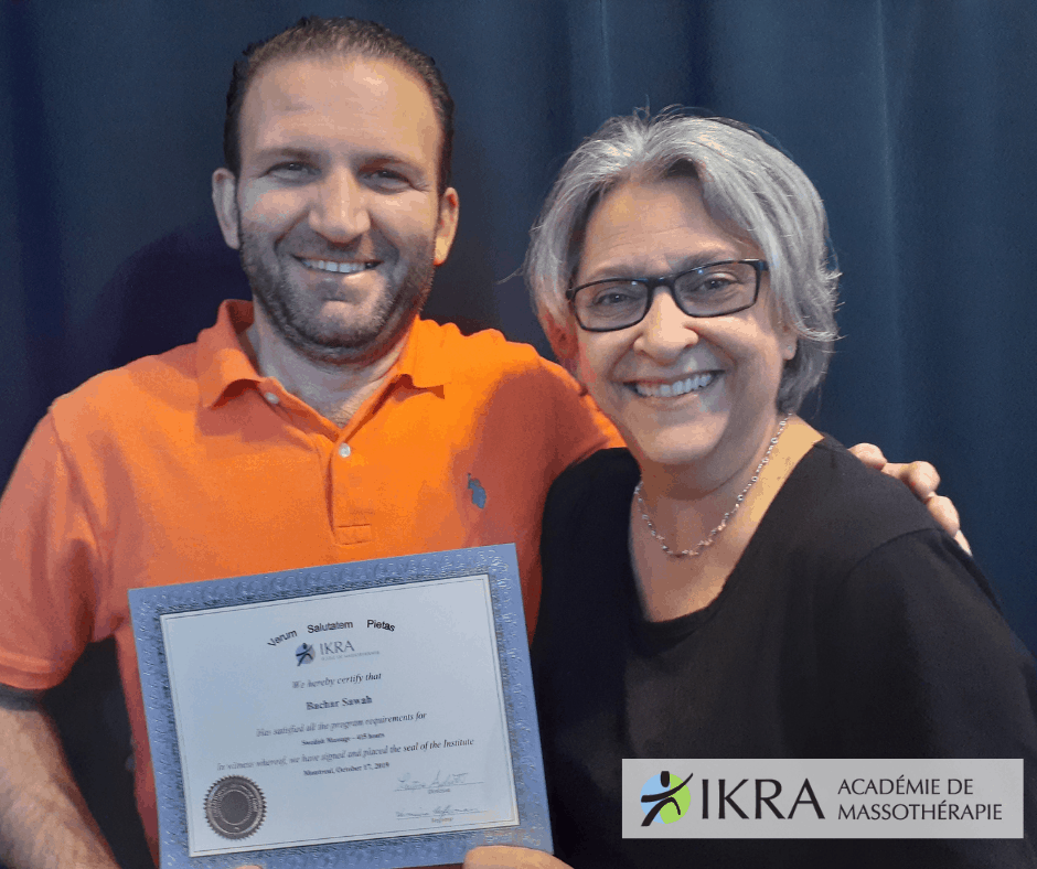 Bachar Sawah reçoit son diplôme de l'académie de massothérapie IKRA.