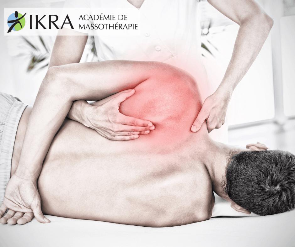 Massothérapeute donnant un massage du dos