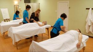 A massage class happening at IKRA massage schoolVerdun